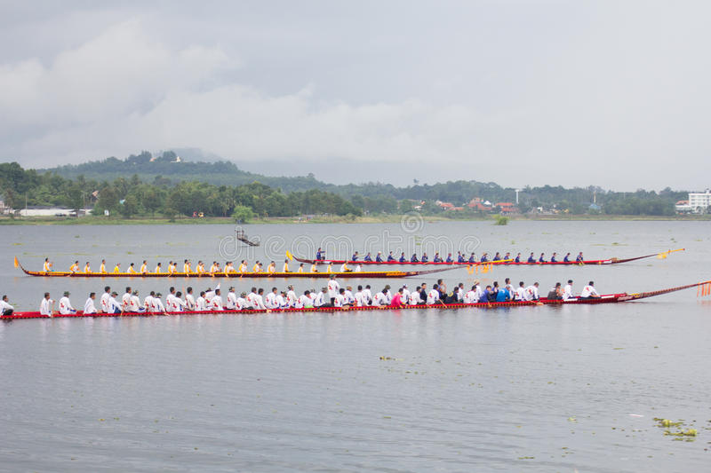 Download Thai Long Boat Traditional Compete Editorial Photo - Image: 32080671