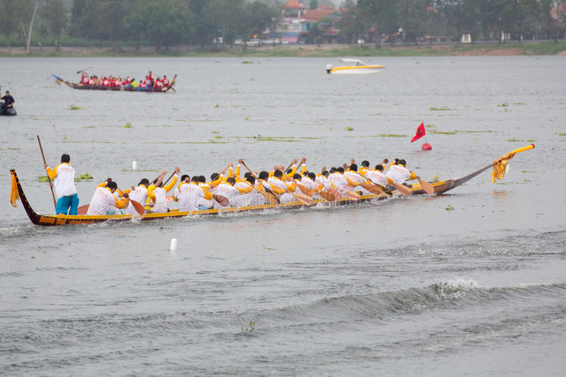 Download Thai Long Boat Traditional Compete Editorial Image - Image: 32081625