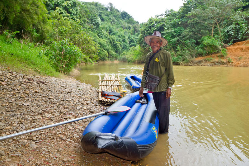 Thai man with his canoe at the river in Khao Sok stock images