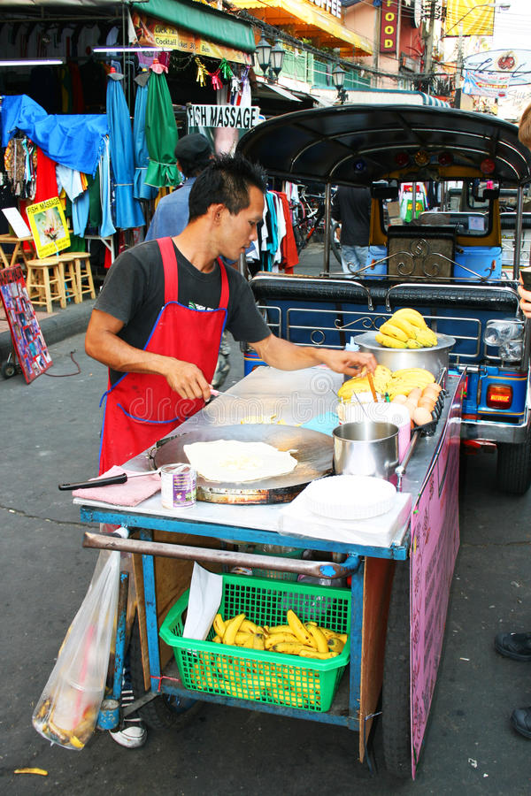 Download Thai Man Sells Food In Bangkok, Thailand. Editorial Stock Image - Image: 18265809