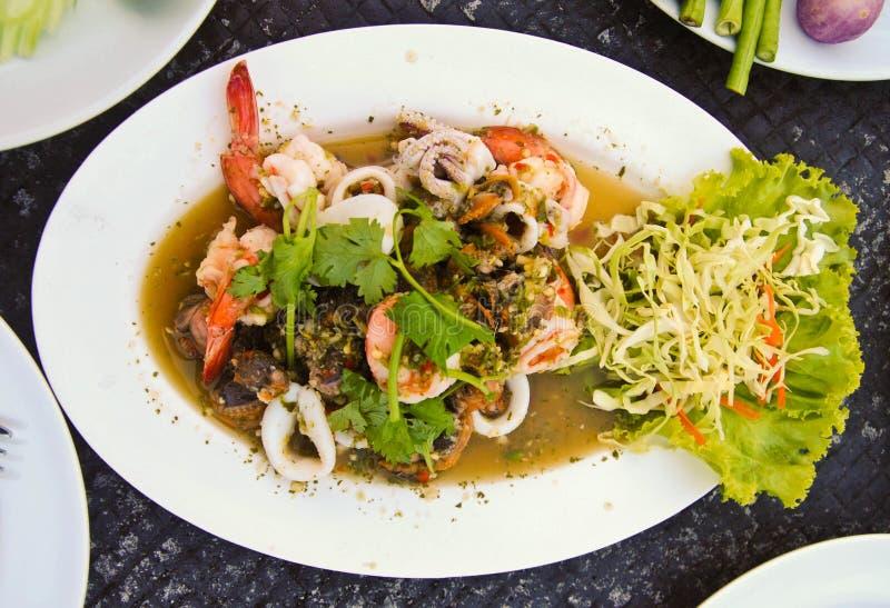 Thai mat för läcker kryddig havs- sallad royaltyfri fotografi
