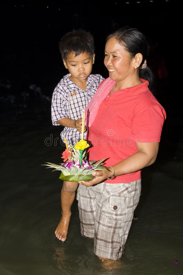 Download Thai People Float On Water A Small Rafts (Krathong Editorial Image - Image of person, huahin: 17094795