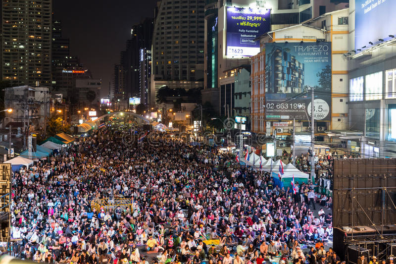 Thai people protest in Bangkok. BANGKOK - January 22, 2014: thousands of Thai people protesting against the government in the Asoke district, sukhumvit road on stock image