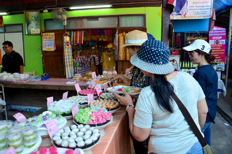 Thai people select and shopping Auspicious Thai Desserts snack. At Koh Kret Island on November 21, 2015 in Nonthaburi, Thailand stock photography