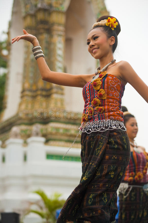 Download Thai Traditional Dancer Performance Editorial Stock Image - Image: 24499189