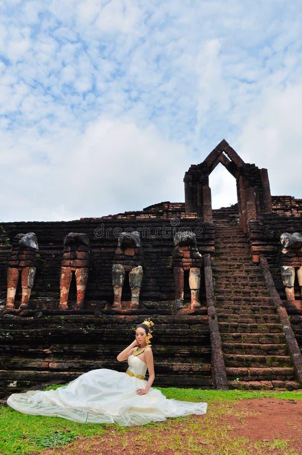 Thai Traditionell Kvinna För Härlig Klänning Royaltyfri Fotografi