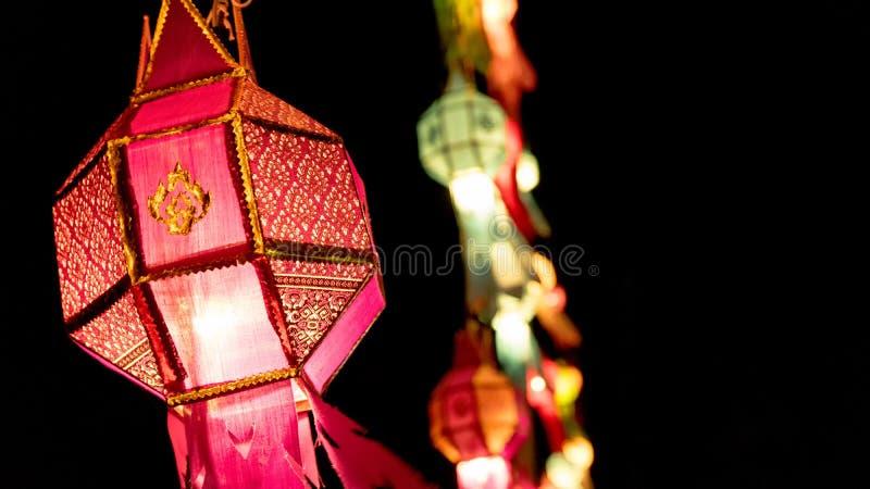 Thailändische antike Lampe stockbild