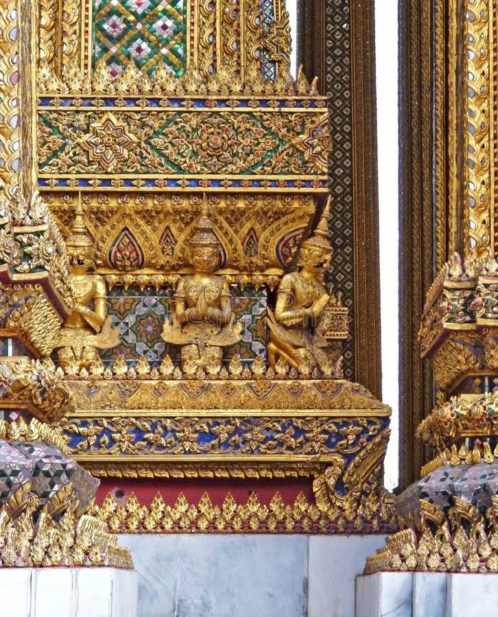 Thailändische Architekturverzierung stockbilder