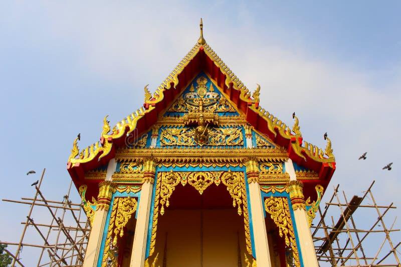 Thailändische buddhistische Kirche unter Erneuerung stockfotografie