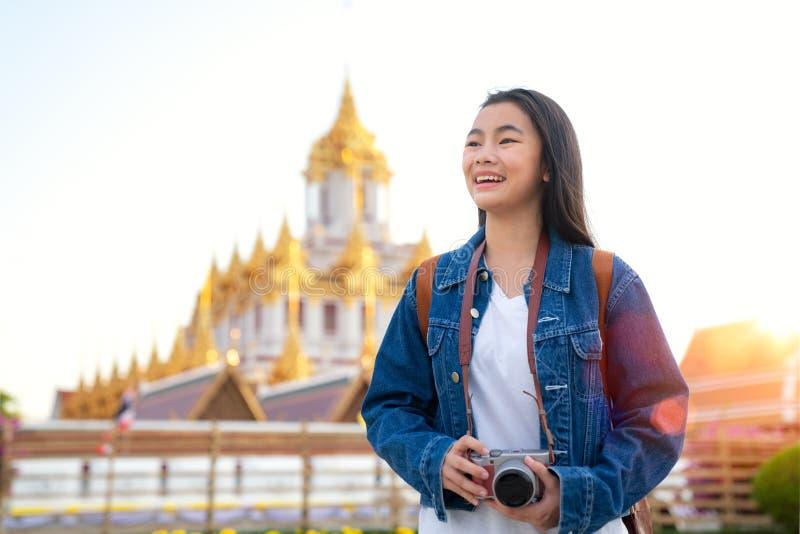 Thailändische Damenreise in Bangkok-Stadt stockbilder