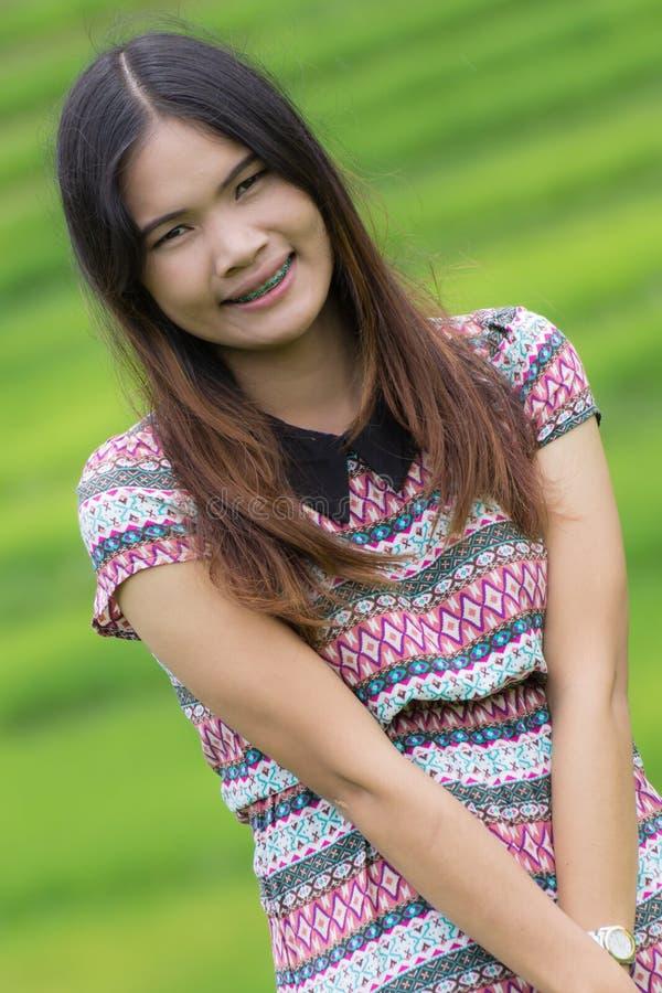 Thailändische Frau genießen in Feld Doi-inthanon, Maeglangluang stockfoto