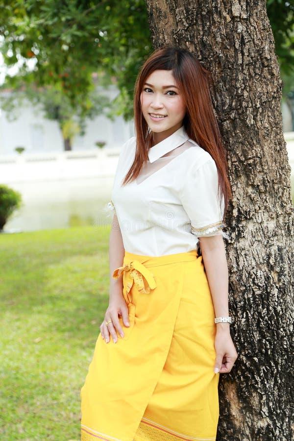 Thailändische Frauen, Die Mit Trachtenmode Ankleiden