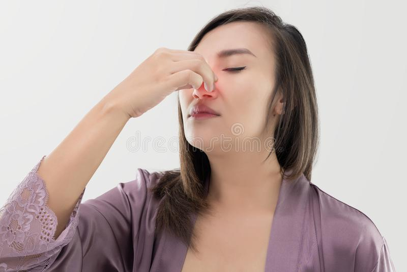 Thailändische Frauen mit Nasenbluten stockfoto