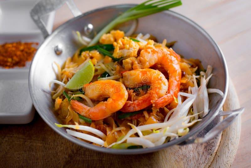 Thailändische gebratene Nudeln mit Garnele (Auflage thailändisch), popuplar cuis Thailands stockfotografie