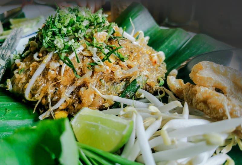 Thailändische gebratene Nudeln oder Auflage-thailändische, frische Garnele, Eier, populär in Thailand stockbilder