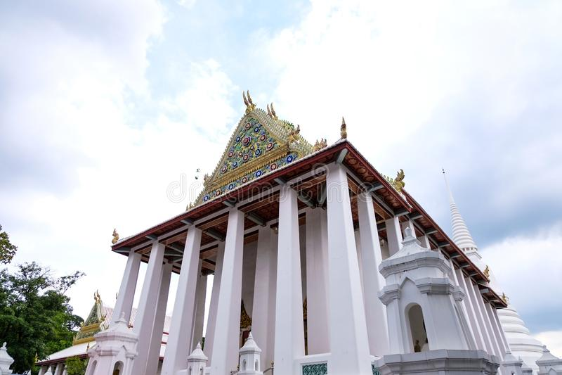 Thailändische königliche Klassifikation Hall von Wat Chaloem Phra Kiat Worawihan Nonthaburi stockfotos