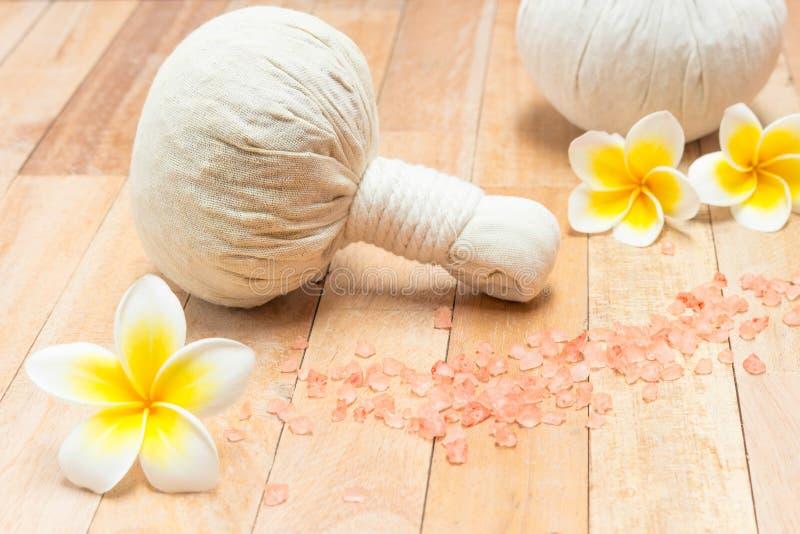 Thailändische Kräuterkompresse sind einzigartige medizinische Kombination und diese stockfoto
