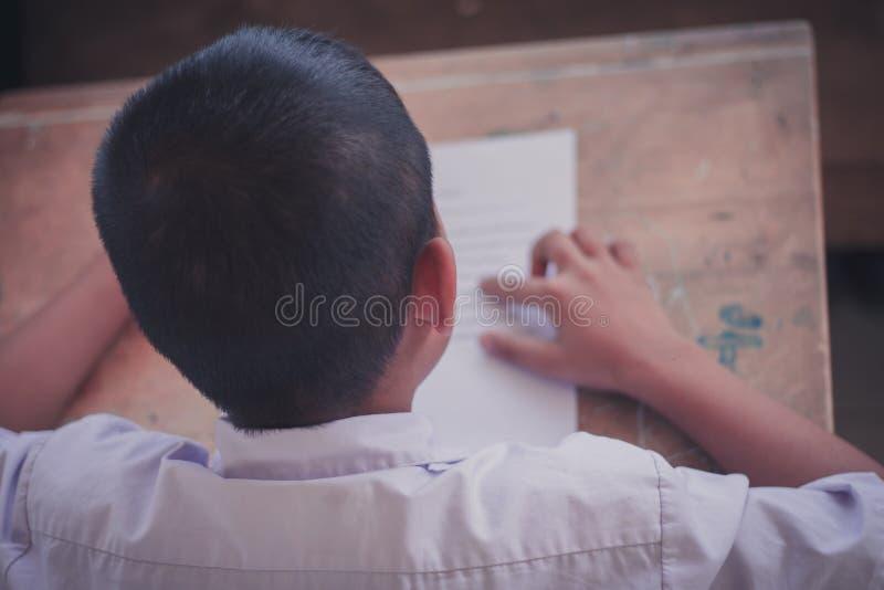 Thailändische Leseprüfung zwischen Lehrer und Studenten ordnen Ou 4 lizenzfreie stockbilder
