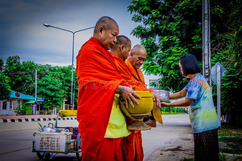 Thailändische Mönche 1 lizenzfreie stockfotografie