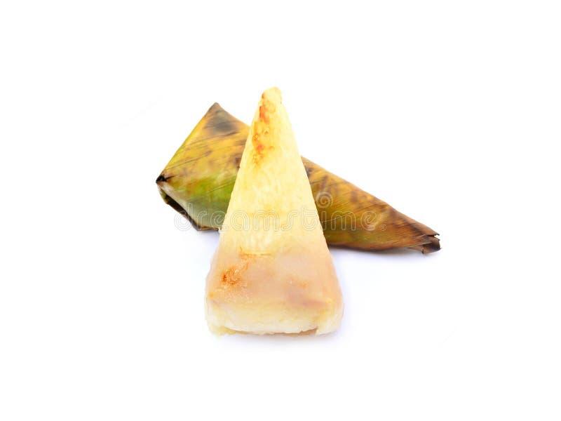 Thailändische Nachtische, das Klebreis-Grillen oder der klebrige Reis mit der Wasserbrotwurzel eingewickelt gegrillt in der Banan stockfotografie