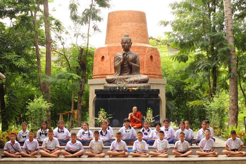 Thailändische Student Meaning-Meditation stockfotografie