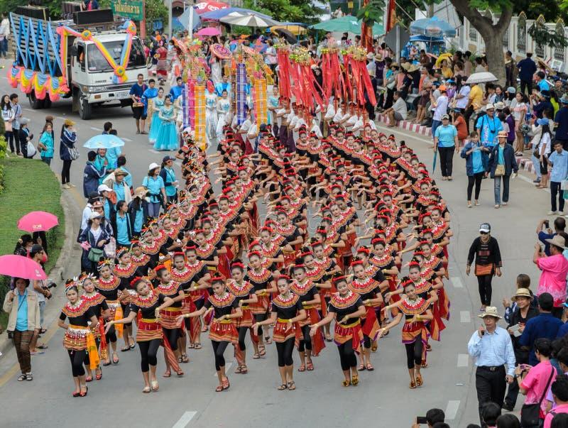 Thailändische Tanzenparade der Kerzenfestivalprozession lizenzfreie stockfotografie