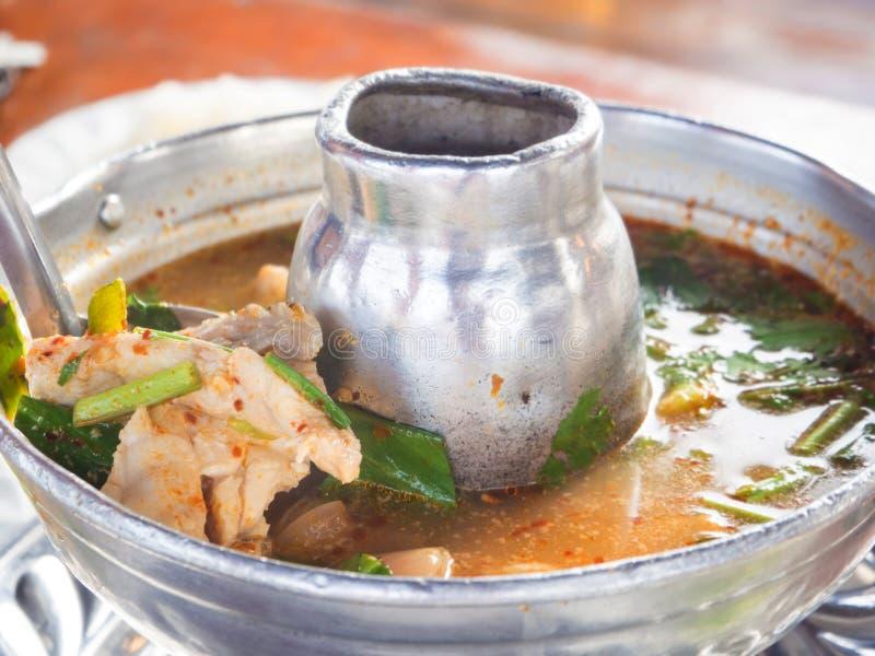 Thailändische würzige Tomyum-Suppe lizenzfreies stockbild
