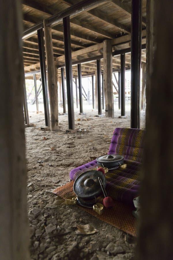 Thailändischer alter Hammer, Trommel und Kissen lizenzfreies stockbild