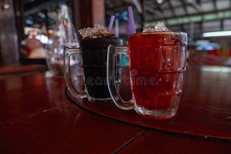 Thailändischer Arteistee und schwarzer Kaffee stockfotografie