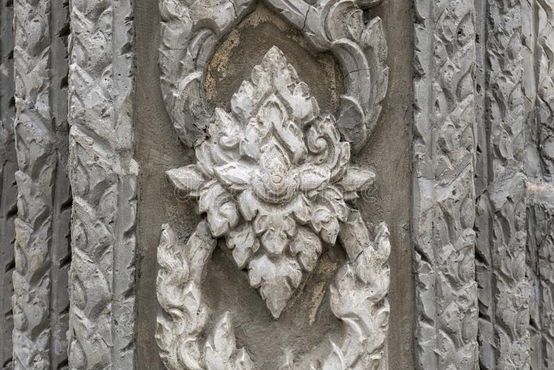 Thailändischer Artstuck auf der Wand und Tempelwand lizenzfreie stockbilder