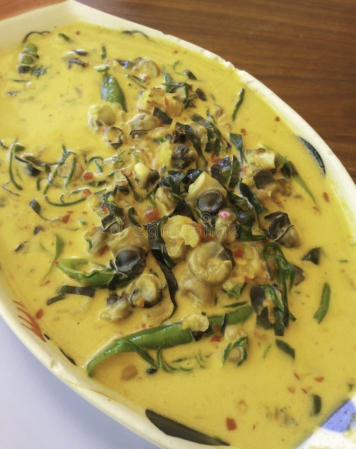 Thailändischer Curry mit Miesmuscheln lizenzfreies stockfoto