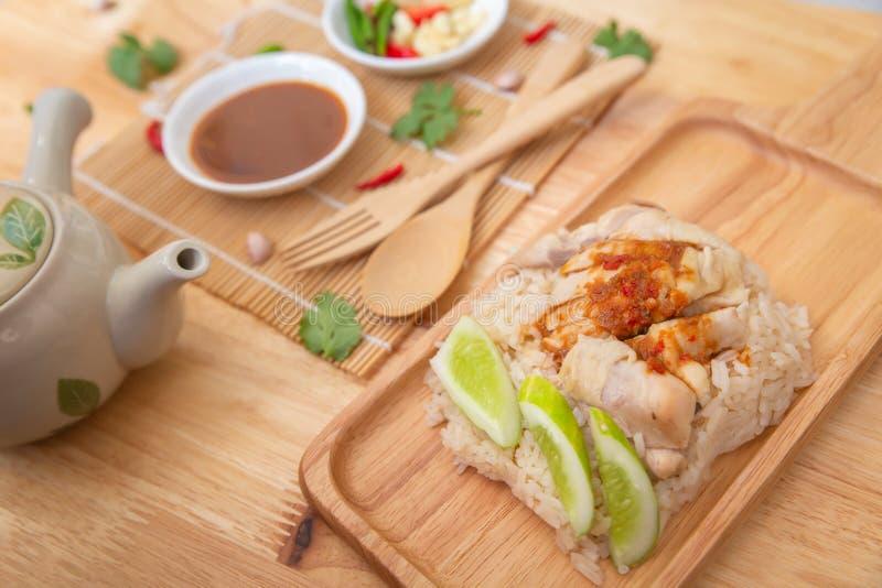Thailändischer Feinschmecker gedämpftes Huhn mit Reis stockbild