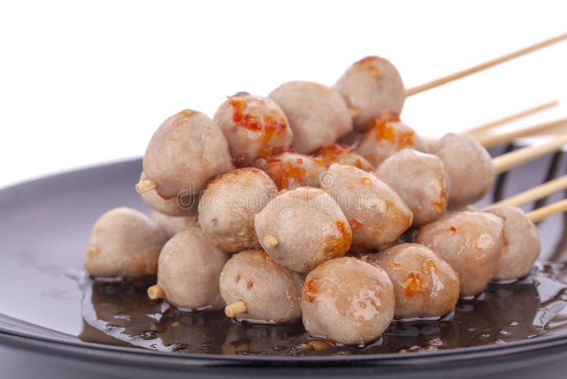 Thailändischer Fleischball und würzige Soße stockbilder