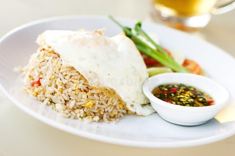Thailändischer gebratener Reis mit Ei Khao phat stockfoto