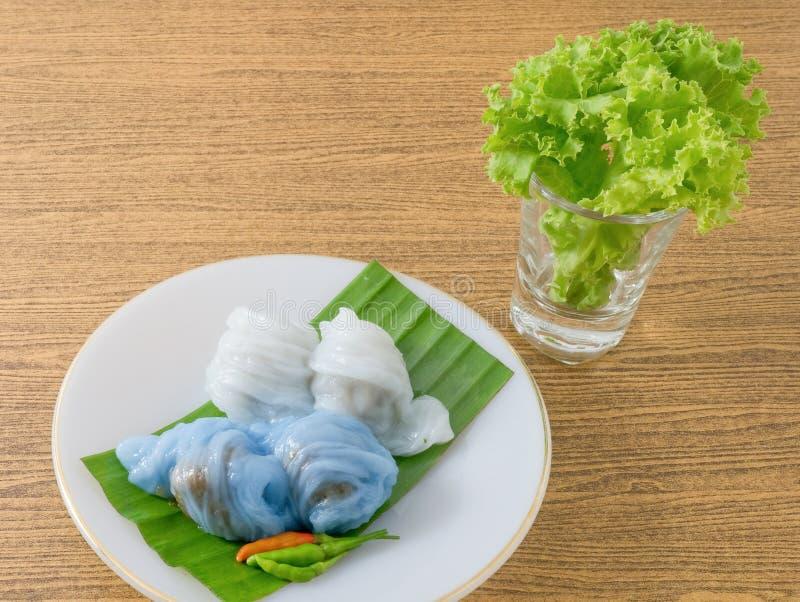 Thailändischer gedämpfter Reis-Haut-Mehlkloß mit süßem gehacktem Schweinefleisch stockfotos