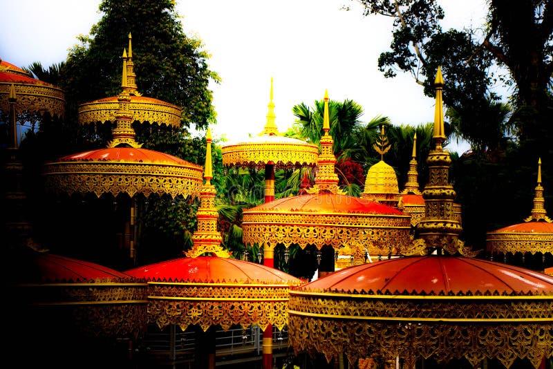 Thailändischer Lanna-Regenschirm stockbilder