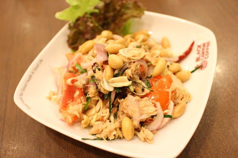 Thailändischer Lebensmittelsalatthunfisch lizenzfreies stockfoto
