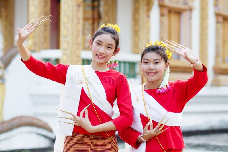 Thailändischer Mädchentanz lizenzfreie stockbilder