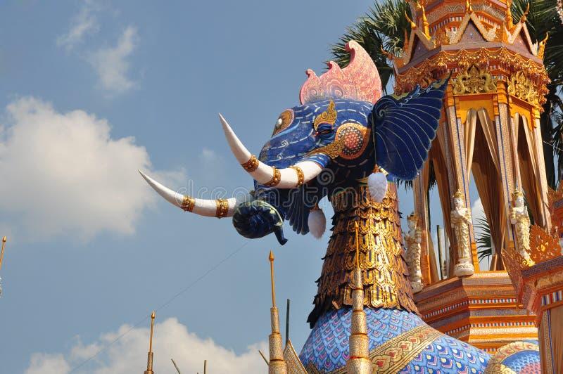 Thailändischer Mönch-Crematory-Elefant stockfotos