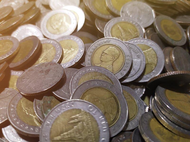 Thailändischer Münzenstapelabschluß herauf Hintergrund lizenzfreies stockfoto