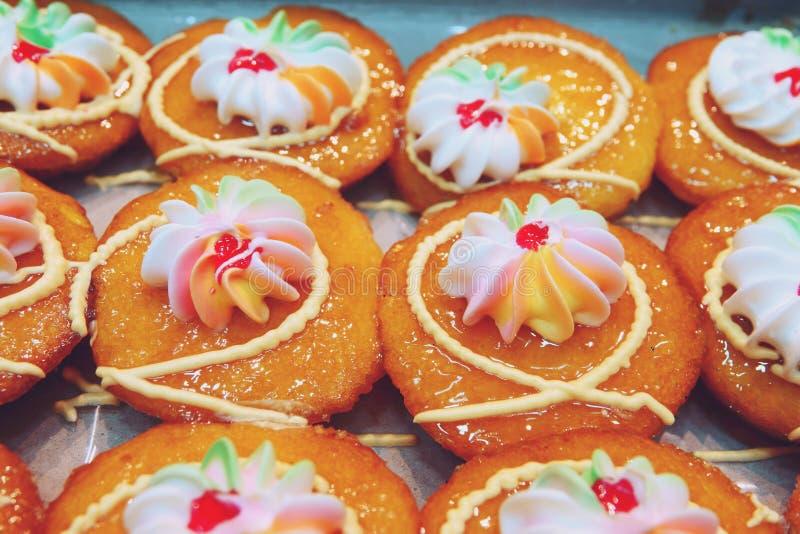 Thailändischer Nachtisch des frischen Orangenmarmeladenschalenkuchens lizenzfreies stockbild