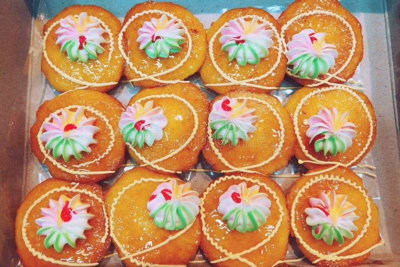 Thailändischer Nachtisch des frischen Orangenmarmeladenschalenkuchens stockfotos