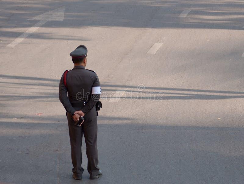 Thailändischer Polizeibeamte stockbild
