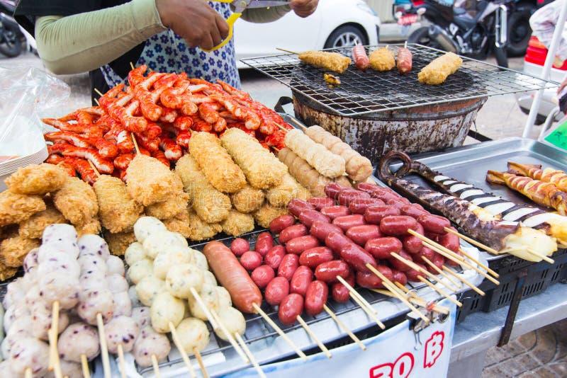 Thailändischer Straßenlebensmittelverkäufer in Bangkok stockfotografie