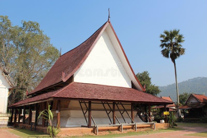 Thailändischer Tempel (Wat Pho Chai) in Loei, Thailand lizenzfreie stockfotos