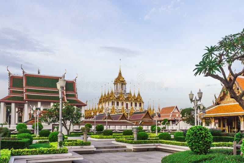 Thailändischer Tempel Wat Ratchanadam Metal Castle stockbild