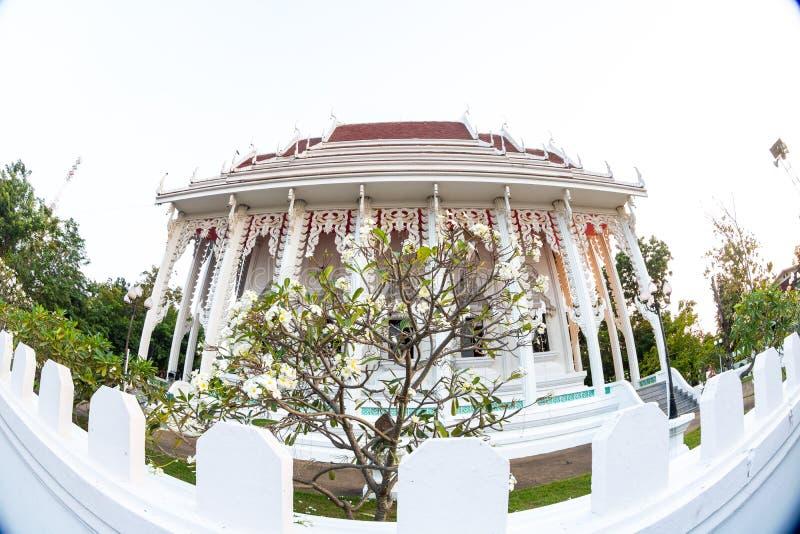 Thailändischer Tempelhimmel lizenzfreies stockbild