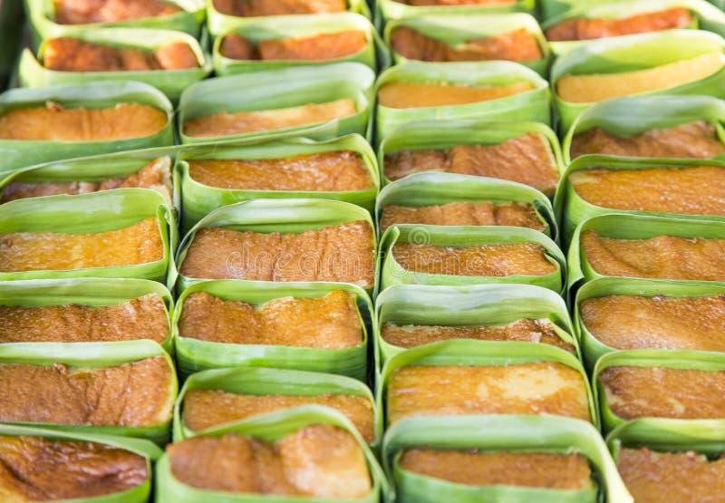 Thailändischer Vanillepuddingnachtisch mit Bananenblatt in der Bäckerei stockbild