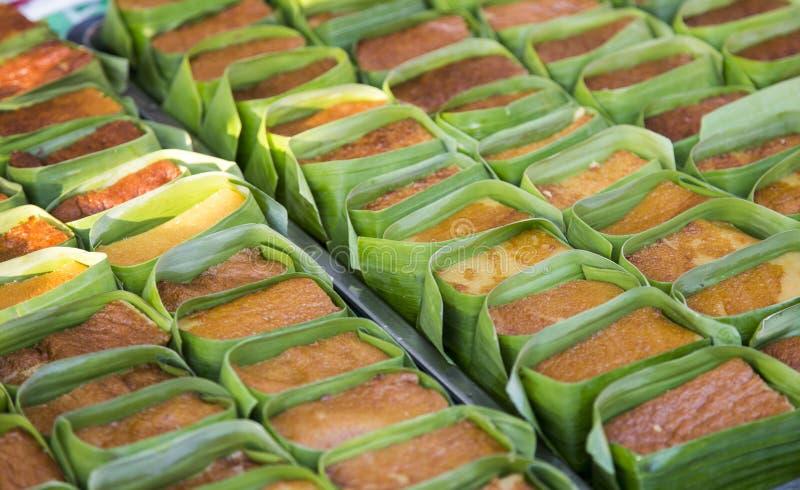Thailändischer Vanillepuddingnachtisch mit Bananenblatt in der Bäckerei lizenzfreie stockbilder