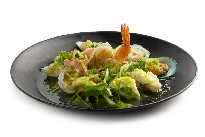 Thailändischer würziger Meeresfrüchtesalat mit Garnele, Neuseeland-Miesmuschelisolat stockbilder
